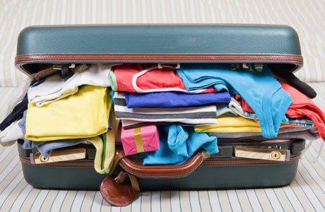 Ինչպես ամբողջ հագուստը դասավորել փոքրիկ ճամպրուկի մեջ (տեսանյութ)